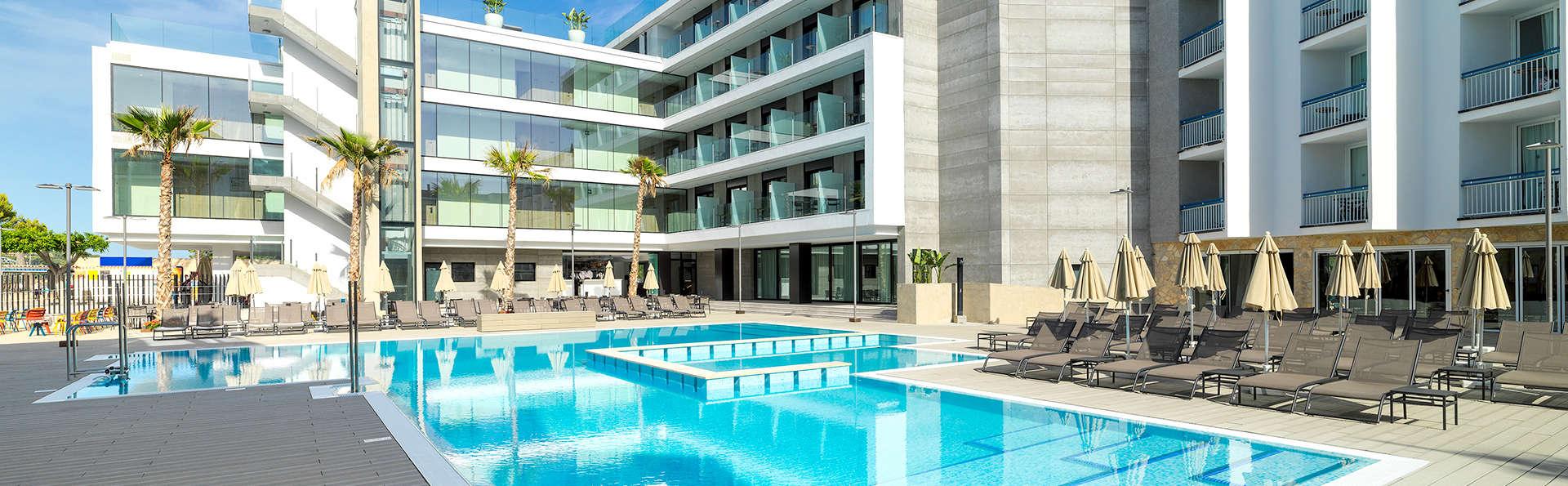 Escapada relax: primera línea de playa y acceso al spa en Santa Ponsa, Mallorca