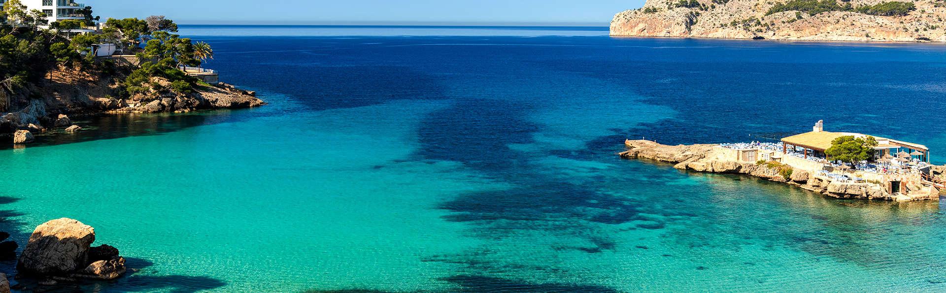 Escápate a la Costa de Camp de Mar en un 4*: una de las mejores playas de Mallorca