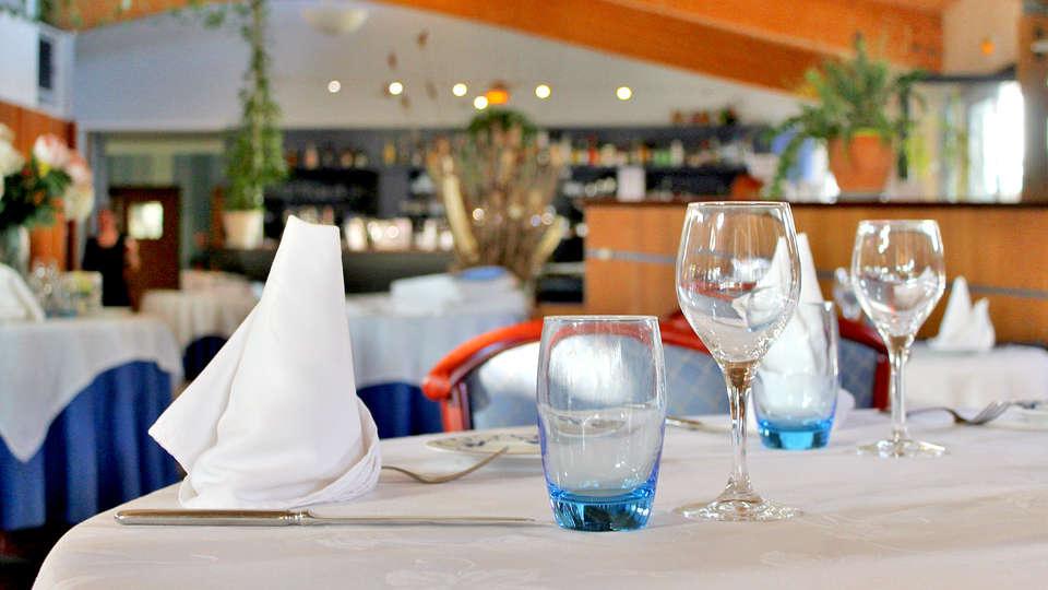 Hôtel Les Grenettes - Edit_Restaurant2.jpg