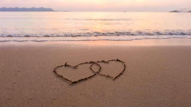 Pause romantique et sucrée en bord de mer