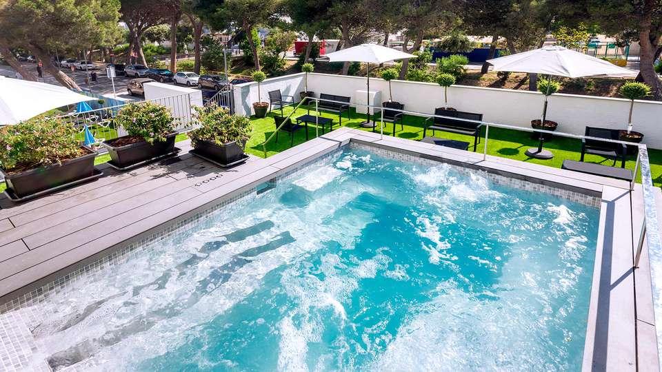 Hotel GHT Sa Riera - Edit_Pool2.jpg
