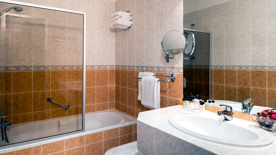 Hotel Abaca Messidor - Edit_Bathroom.jpg