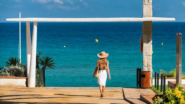 Escapada con vistas al mar, spa, desayunos y salida tardía incluidos en la Costa Brava