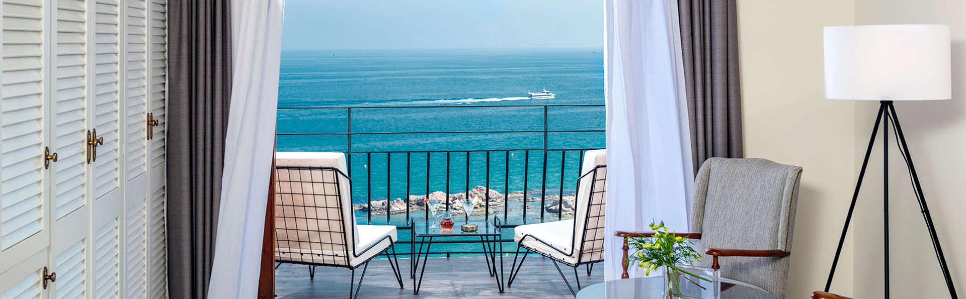 Escapada Premium 5* en Costa Brava: Habitación vistas al mar frontal , Spa y cena degustación