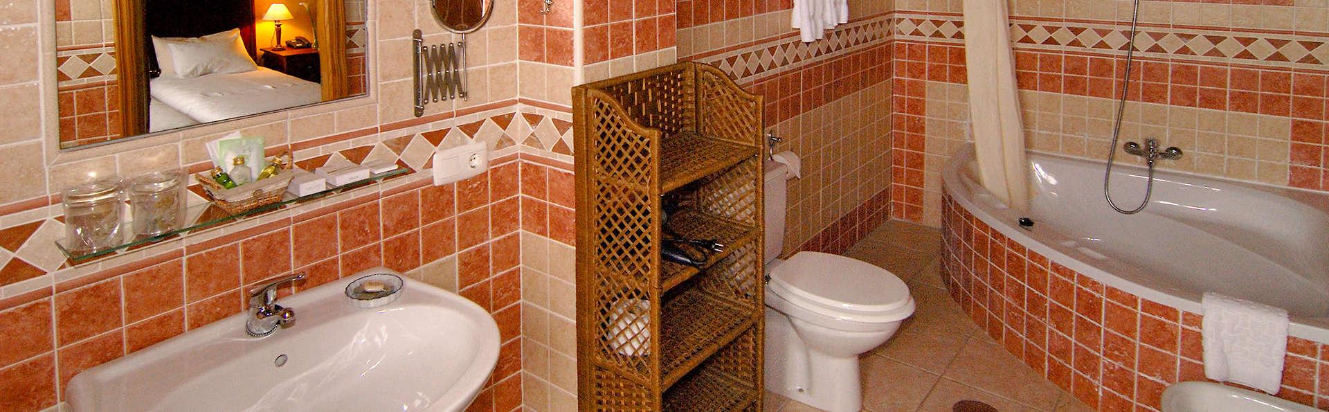 Casa do Merlo - Edit_Bathroom2.jpg