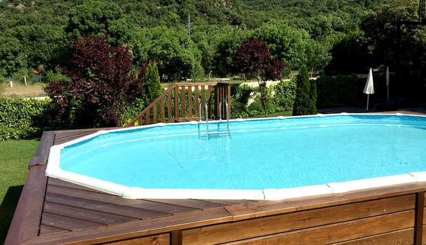 Escapada romántica con cena incluida y piscina exterior en plena Sierra de Gredos