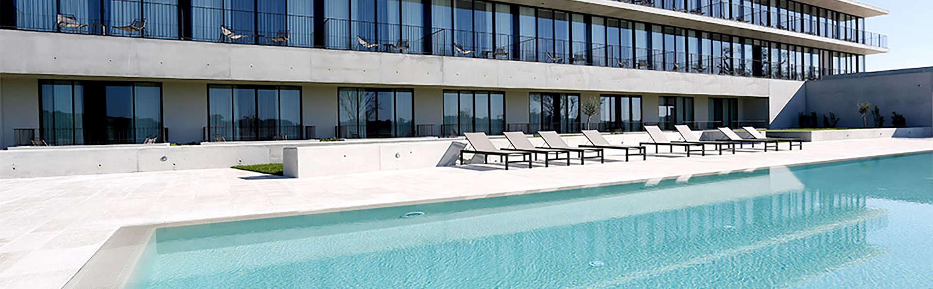 Montebelo Vista Alegre Ílhavo Hotel - Edit_Pool.jpg