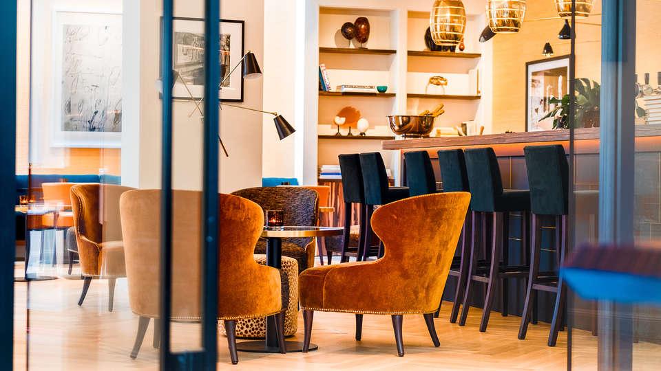 Relais & Châteaux Hotel FRANQ - Edit_Bar.jpg