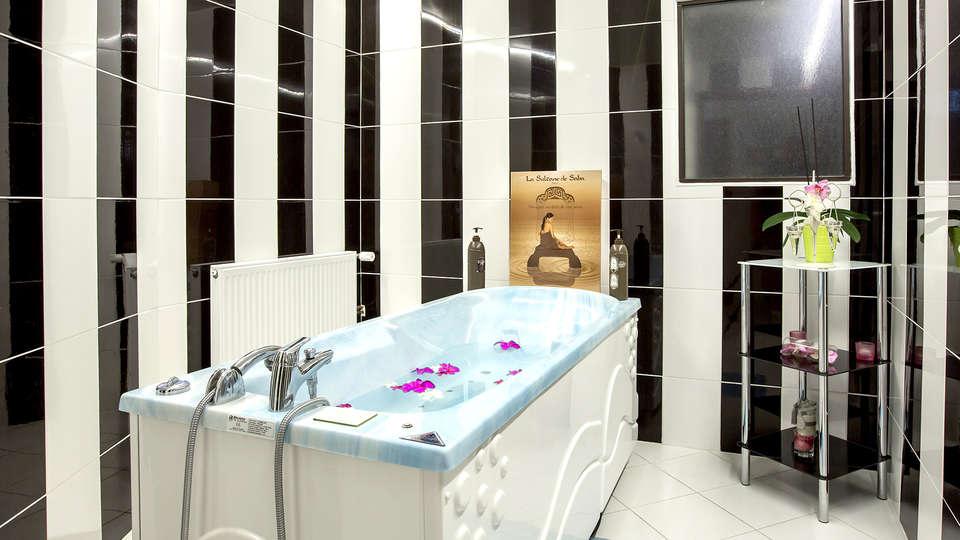 Hôtel Gran Carlina - EDIT_NEW_JACUZZI.jpg