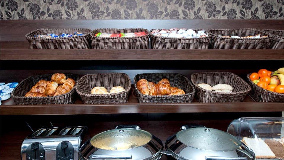 Hotel Espresso - Edit_Breakfast2.jpg