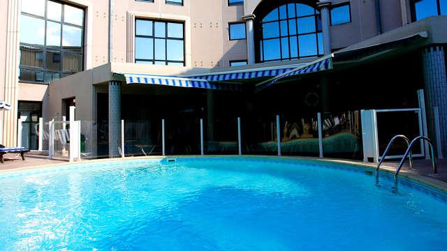 Kyriad Prestige Aix - Pool