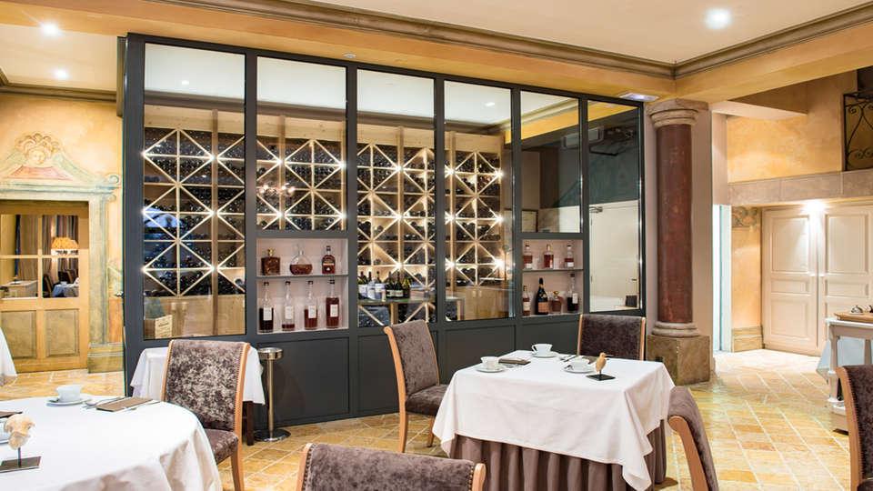 Le Château des Vigiers - EDIT_Restaurant.jpg