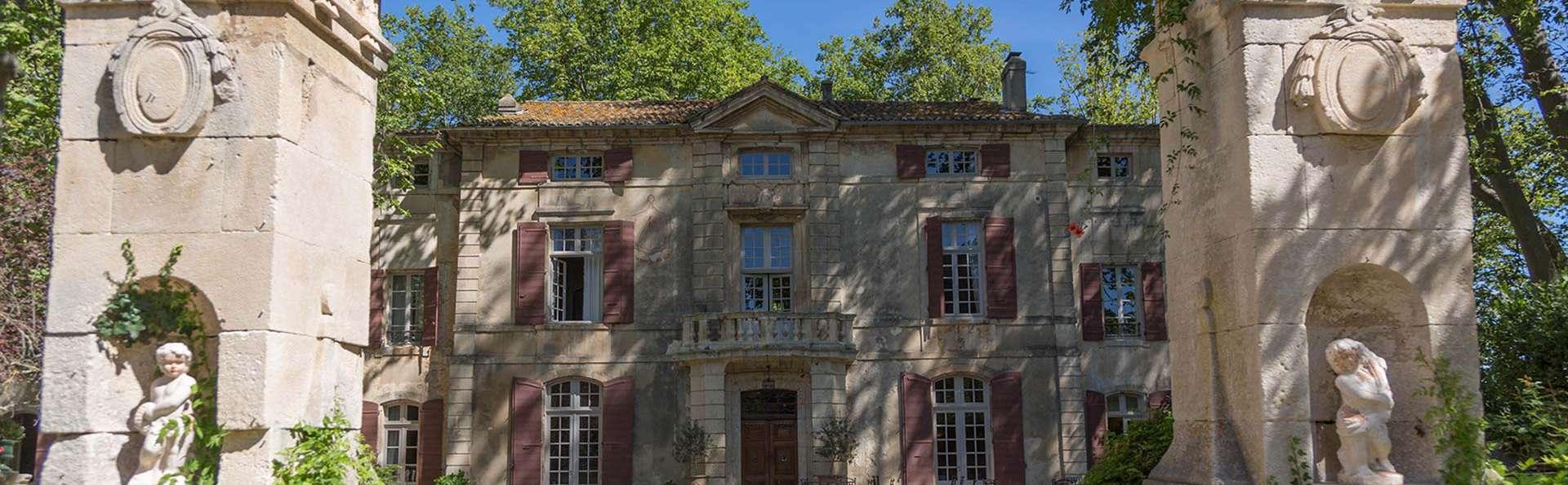 Château de Roussan - EDIT_NEW_FRONT_01.jpg