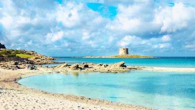 Cena, acceso a la playa y mucho más para relajarte en Stintino