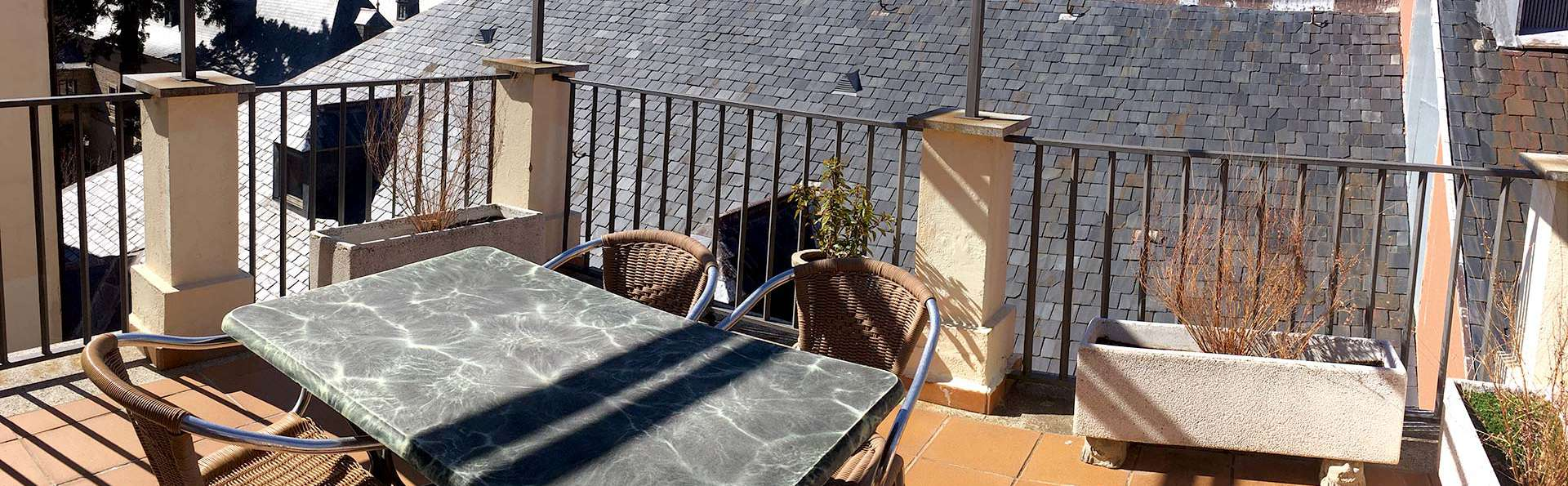 Hotel Miranda & Suizo - Edit_Restaurant4.jpg