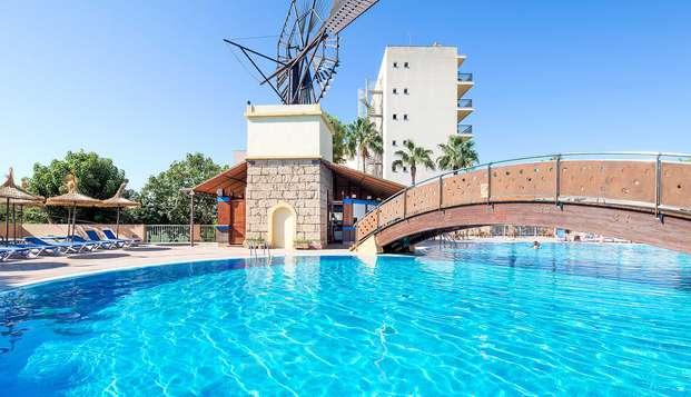 Vistas al Mediterráneo en un hotel a pie de playa en Palma