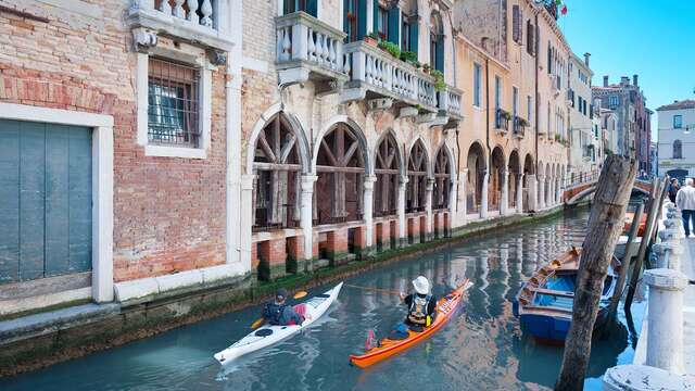 Weekend con tour in kayak tra i romantici canali di Venezia
