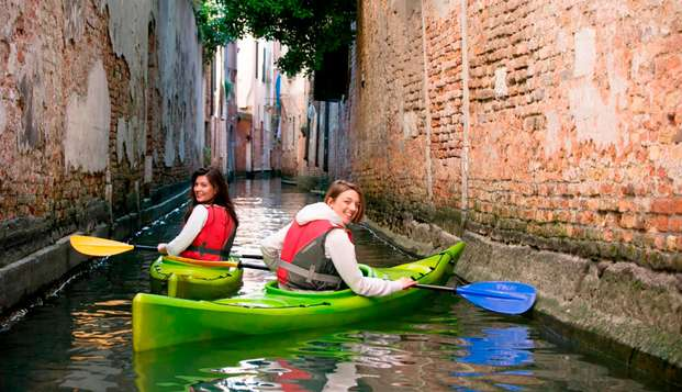 Weekend con tour in kayak tra i canali della splendida Venezia