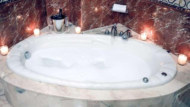 Escapada romántica en habitación Suite con bañera de hidromasaje en Hellín