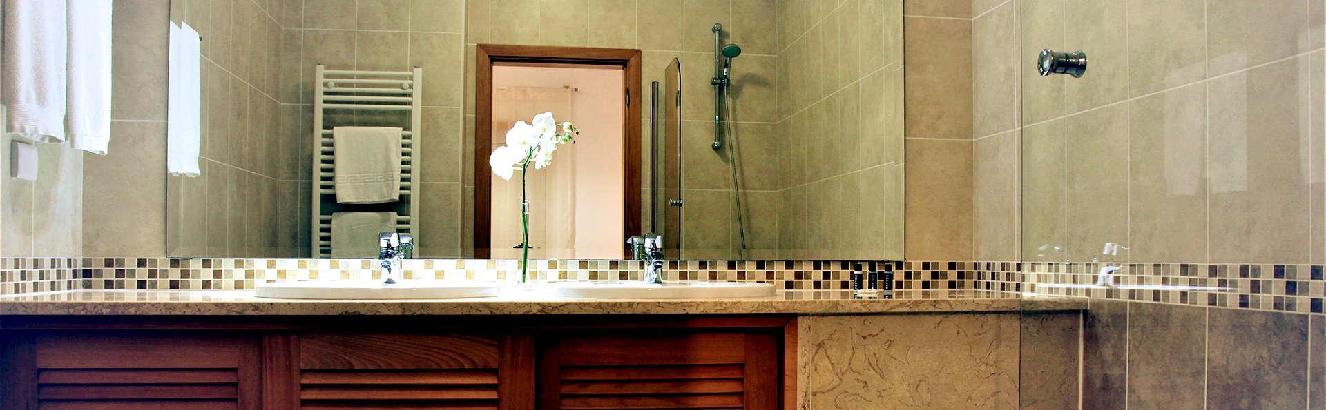 The Village Praia D'el Rey - Edit_Bathroom.jpg