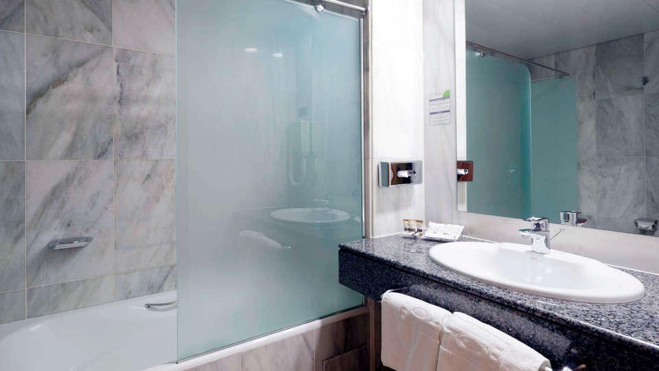 Hotel Jardines de Amaltea - EDIT_BATHROOM_01.jpg