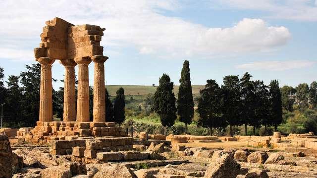Visitate la Valle dei Templi: tour completo e soggiorno in elegante resort a Mazara del Vallo
