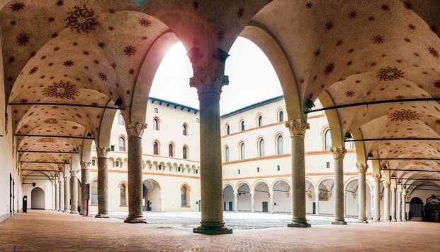 ¡Visita el majestuoso Castillo Sforzesco! Noche en hotel boutique y entradas para la fortaleza