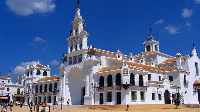 Escapada en El Rocío junto al Parque Nacional de Doñana y la Costa de la Luz