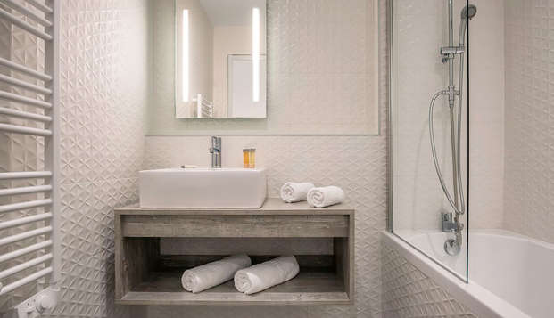 Hotel Les Chevaliers - BATHROOM