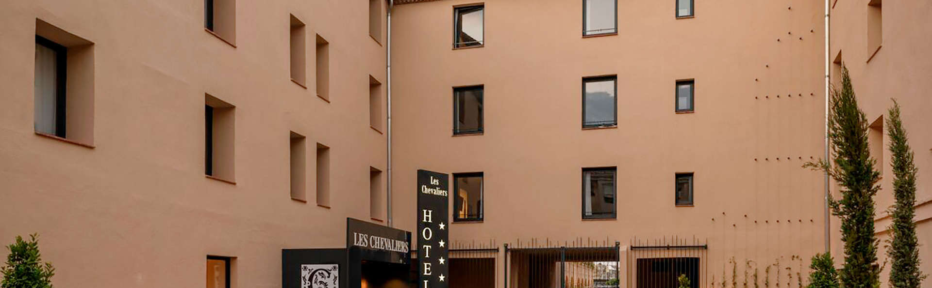 Hotel Les Chevaliers  - EDIT_FRONT_02.jpg