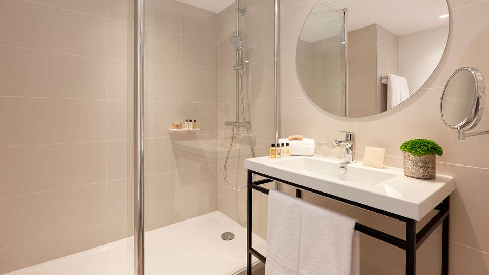 Hôtel Auteuil Tour Eiffel - Edit_Bathroom.jpg