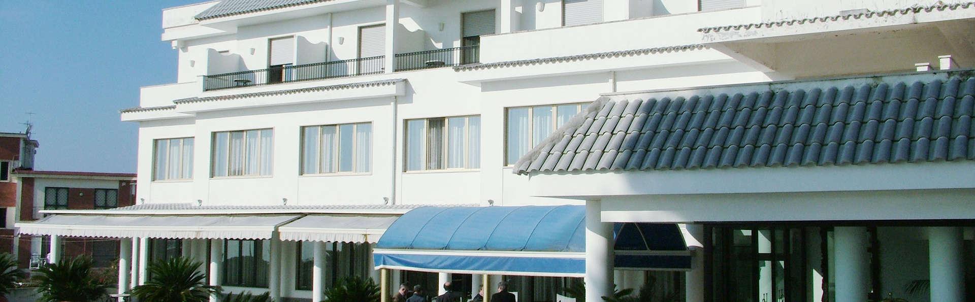 Hotel Sakura - EDIT_FRONT_01.jpg