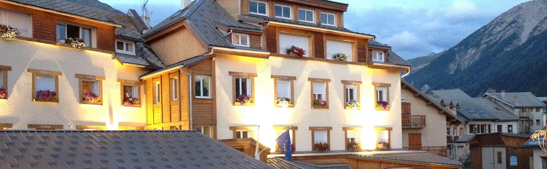Hôtel Les Autanes - EDIT_NEW_FRONT.jpg