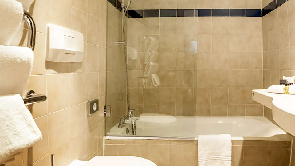Saint James Albany Paris Hotel Spa - EDIT_NEW_BATHROOM_01.jpg