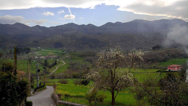 Respira aire fresco de las montañas asturianas con un picnic en la Ruta de los Colores