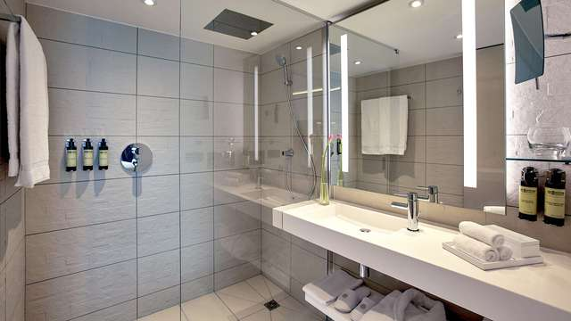 Pullman Paris Roissy CDG Airport - NEW BATHROOM