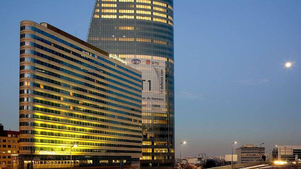 Pullman Paris La Défense - EDIT_NEW_FRONT.jpg