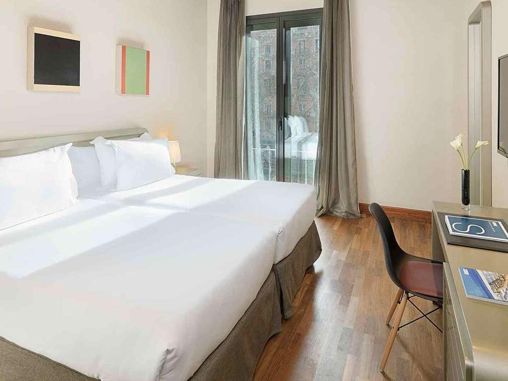 Séjour Espagne - Pause romantique à Barcelone en hotel 4* au centre ville avec cava et fraises  - 4*