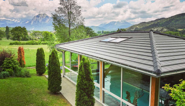 Ambiance romantique, coupes de champagne et bien-être face aux montagnes des Alpes du sud