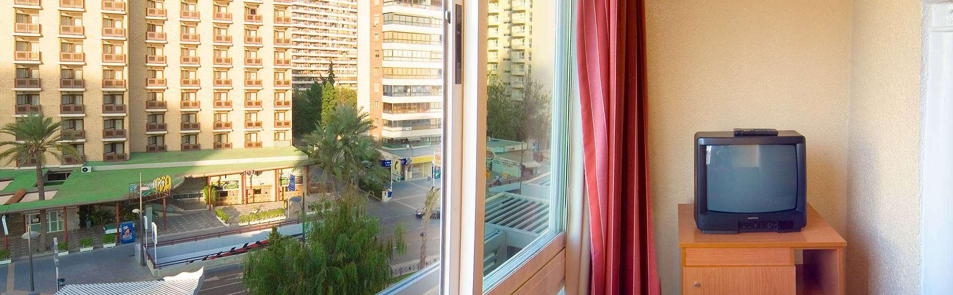 Vacaciones en familia en habitación triple en Benidorm