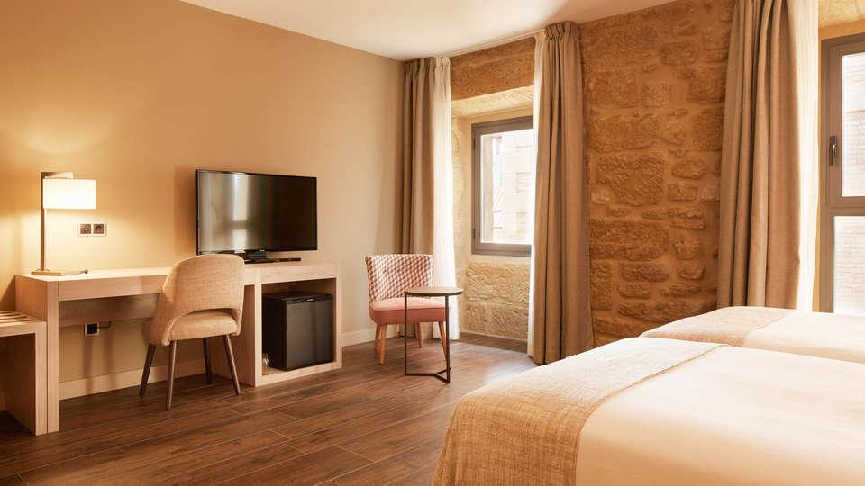 Hotel Palacio Tondón - Edit_Room-12.jpg