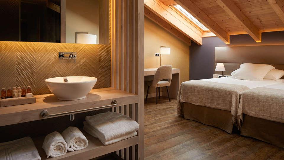 Hotel Palacio Tondón - Edit_Room-15.jpg