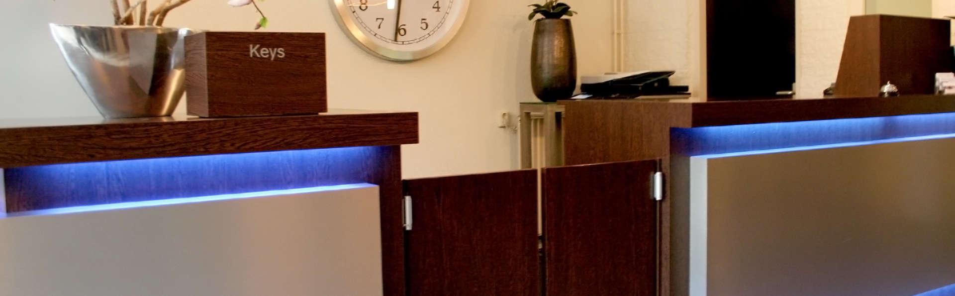 Fletcher Hotel Waalwijk - Edit_Reception.jpg