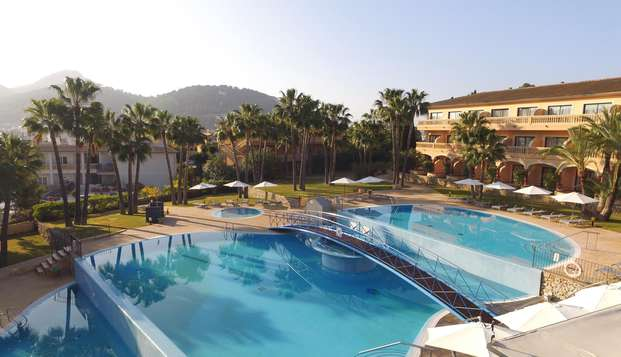 Mini-vacances à Majorque pour profiter des eaux turquoises dans un superbe hôtel avec petit-déjeuner