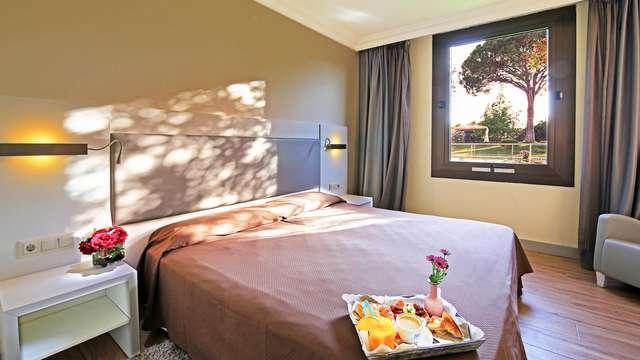 Escapada romántica con detalles en la habitación a 3 minutos del aeropuerto de Girona, Costa Brava