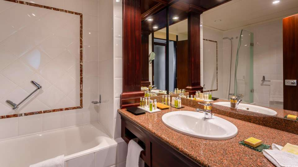 Hilton Strasbourg - EDIT_NEW_BATHROOM_01.jpg