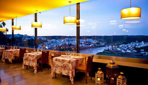 Escapade romantique : dîner typique de Montoro avec vue sur le fleuve Guadalquivir