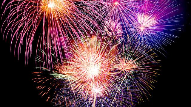 Fin de Año perfecto en la Costa:Pensión completa con Cena de Gala, Barra libre y brunch de año nuevo