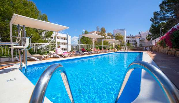 Rumbo a Mallorca un bonito complejo de apartamentos y habitación con vistas al Mediterráneo