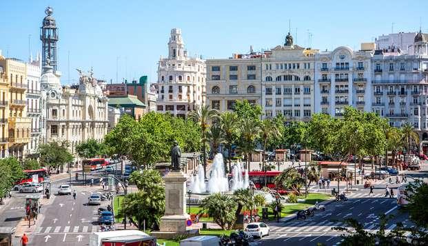 Descubre la preciosa capital del Turia en un bonito hotel a pocos pasos del centro